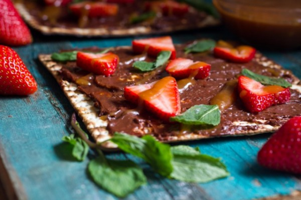 Chocolate Strawberry Matzah Pizza